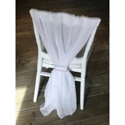 Traine de chaise blanche