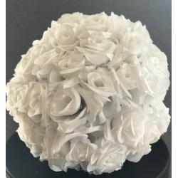 Boule de fleurs blanche
